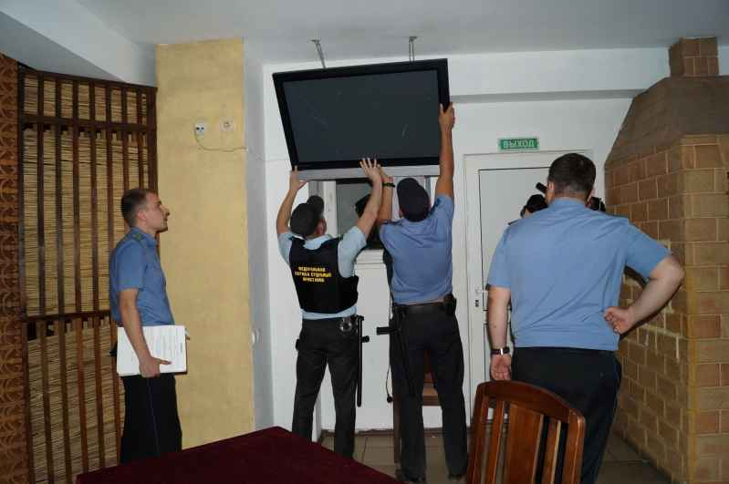 Изъятие телевизора судебными приставами